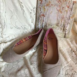 Report- GUC, Beige Fabric Flats